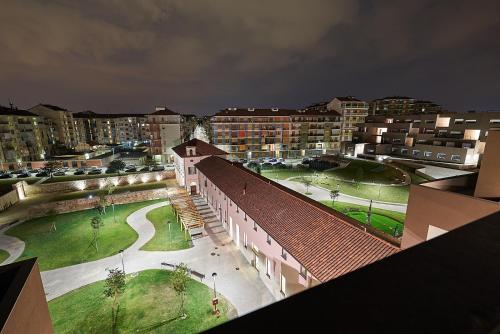 Vista sulla piscina di Hotel Cascina Fossata & Residence o su una piscina nei dintorni