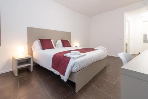 A bed or beds in a room at Hotel Cascina Fossata & Residence