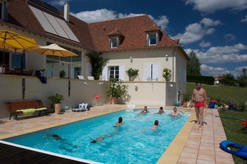 The swimming pool at or near B&B La Maison du Parc
