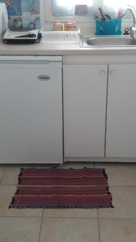 A kitchen or kitchenette at Korina's Rooms