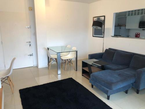 A seating area at Apart- Departamento totalmente equipado con terraza y parrilla privada