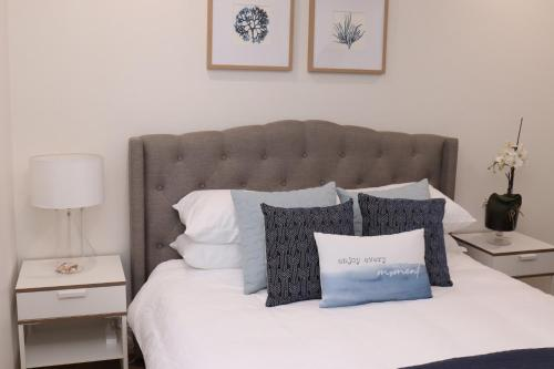 A bed or beds in a room at Waterviews on Marine Parade 3/32
