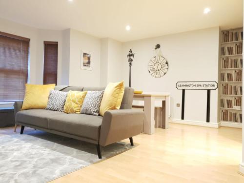 Modern Leamington City Centre Apartment