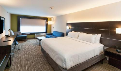 A bed or beds in a room at Holiday Inn Express & Suites - Dodge City