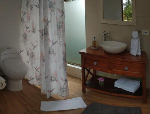 A bathroom at Campo Escondido