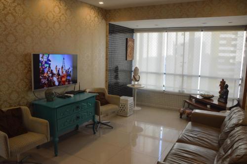 A television and/or entertainment centre at Apartamento de Luxo no melhor bairro