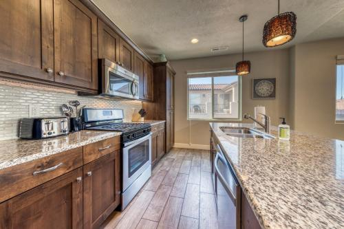 A kitchen or kitchenette at Starry Night: Paradise Village #48