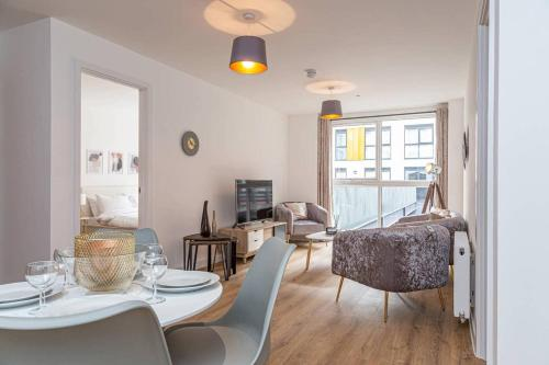 102 � Modern 2 Bed City Apartment in Jewellery Quarter!!