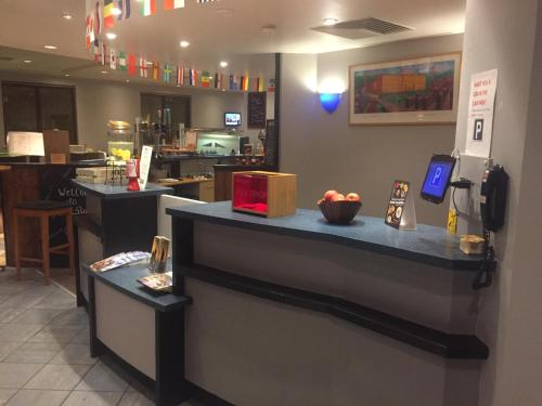 The lobby or reception area at ibis Bradford Shipley