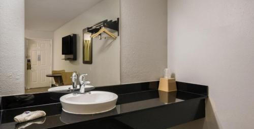A bathroom at Motel 6 Irving - Loop 12
