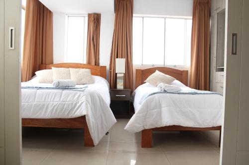 A bed or beds in a room at Miraflores Xlarge Apartaments for 25 guests 9 bedrooms 7 baths