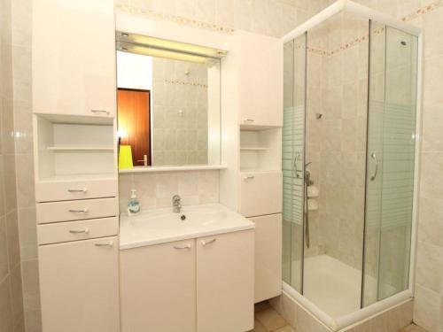 A bathroom at Apartments Besedić