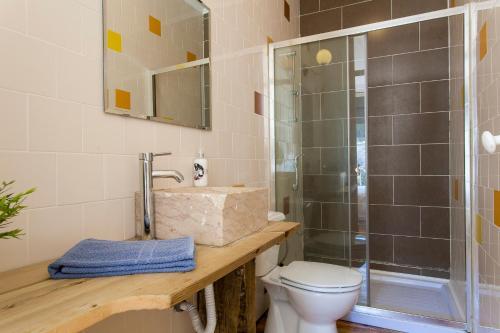 A bathroom at Beato Apartments