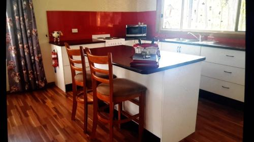 A kitchen or kitchenette at Lucky Mountain Cottage