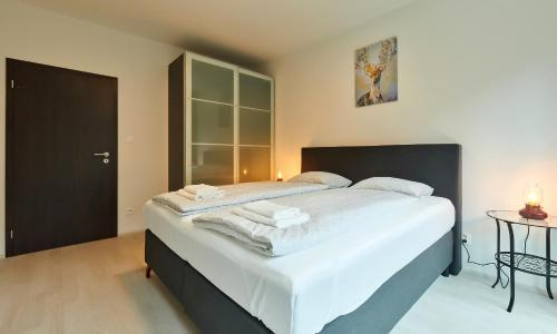 A bed or beds in a room at Residence Port Karolina