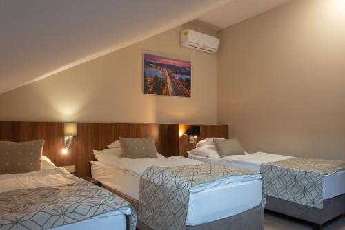Hotel Falukozpont Ujhartyan, Hungary