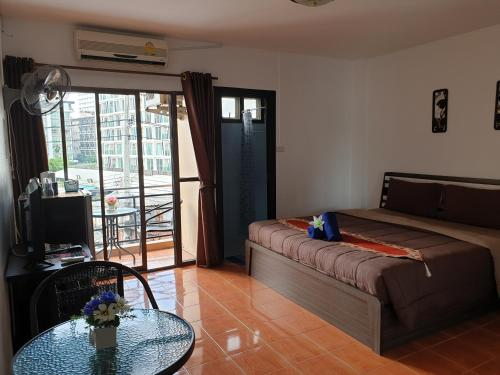 A bed or beds in a room at Secrets - Pattaya