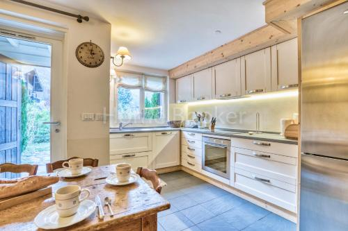 A kitchen or kitchenette at Chalet Austin