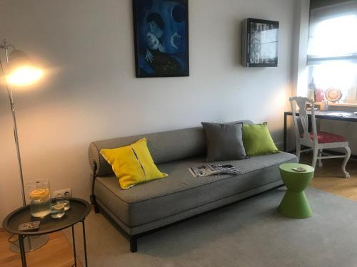 Posezení v ubytování Modern Convenient City Center Apartment