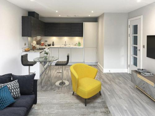 Brand new luxury serviced apartment 7mins to Windsor