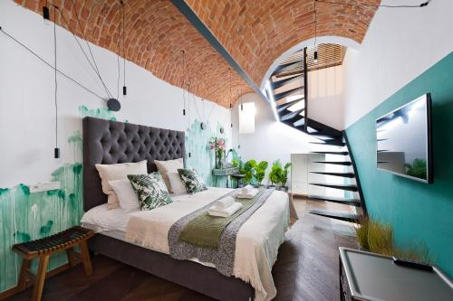 A bed or beds in a room at House of Loft Affair