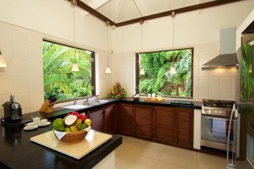 A kitchen or kitchenette at Hillcrest Villas