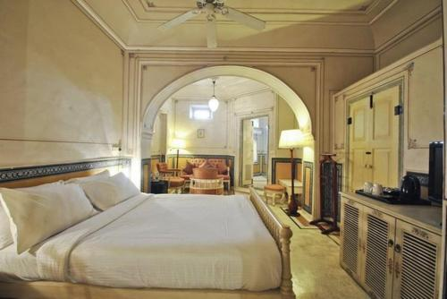 A bed or beds in a room at Chomu Palace
