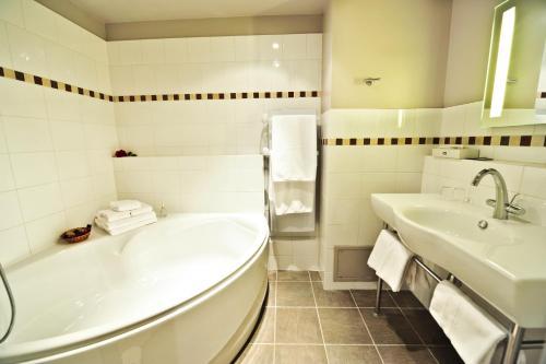 Salle de bains dans l'établissement Hôtel Les Esclargies