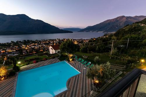 Vue sur la piscine de l'établissement Residence La Collina ou sur une piscine à proximité