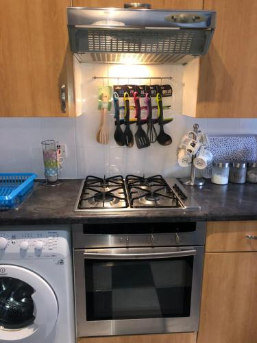 A kitchen or kitchenette at Modern fully refurbished city centre 2 bed apartment