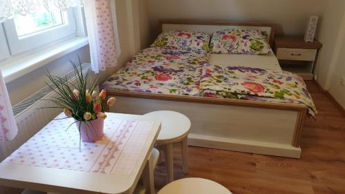 Postel nebo postele na pokoji v ubytování Chalupa v Beskydech Sofie