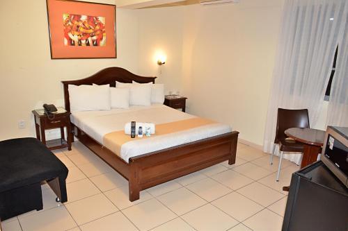 Кровать или кровати в номере La Siesta Hotel