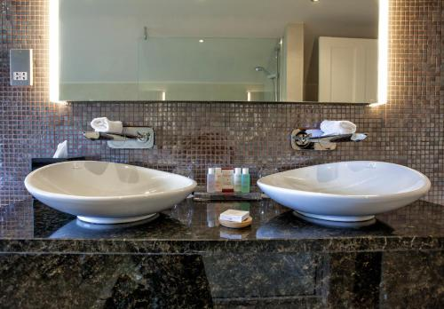A bathroom at Grays Court Hotel