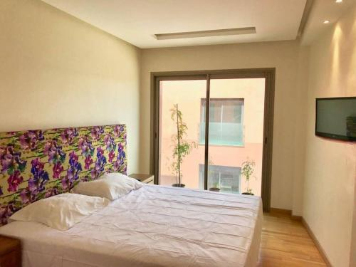 A bed or beds in a room at Sunny and Modern Hideout