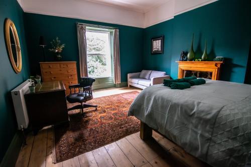 4 Bedroom central Hebden Bridge house sleeps 8