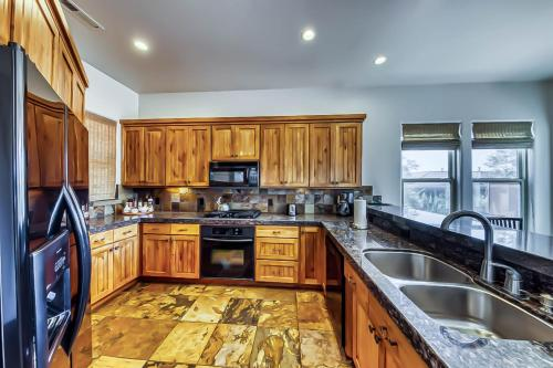 A kitchen or kitchenette at Lava Falls at Entrada