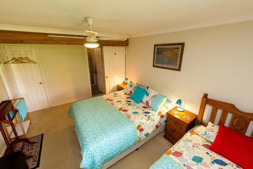 A bed or beds in a room at Broadwater Bed and Breakfast