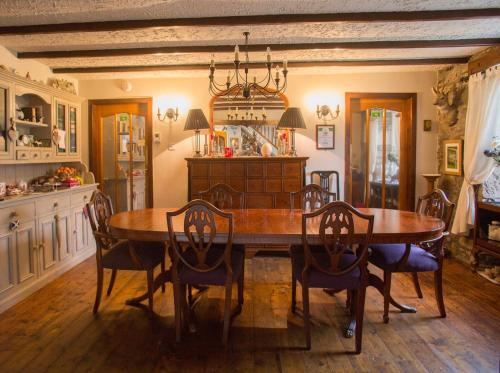 A restaurant or other place to eat at Langside Bed and Breakfast
