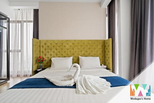 A bed or beds in a room at Expressionz KLCC by Wodages