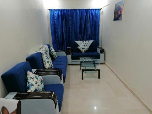 A seating area at Appartement 6 1èr étage avec balcon
