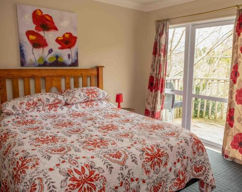 A bed or beds in a room at Aston Norwood Chalets