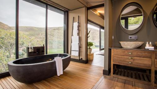 A bathroom at Botlierskop Private Game Reserve