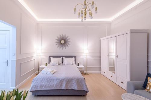 A bed or beds in a room at JP Sopot Apartamenty