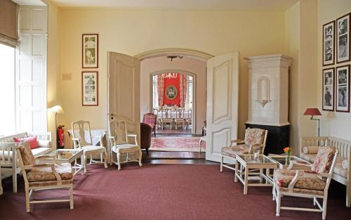 Ein Sitzbereich in der Unterkunft Hotel & Gästehaus Gut Kaden