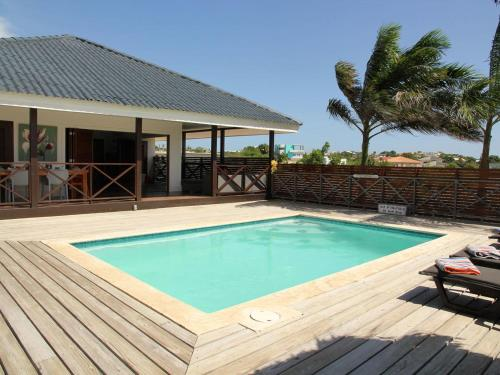 A piscina localizada em Cosy villa on the Damas Core Sort by Jan Thiel Curacao ou nos arredores
