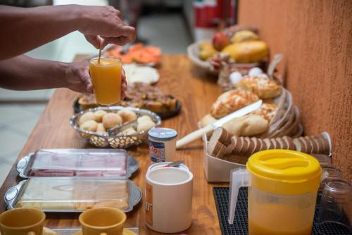 Opciones de desayuno disponibles en Books Rehab Hostel