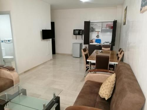 A seating area at Appartement 17 3èm étage avec balcon
