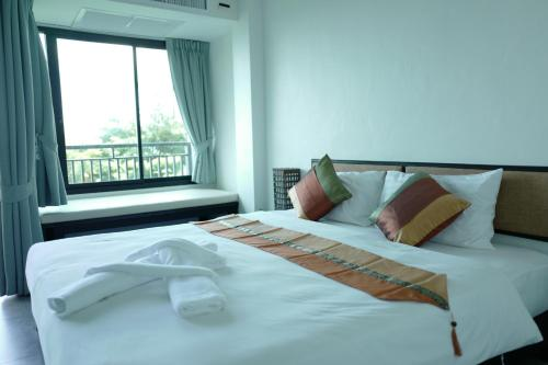 A bed or beds in a room at Sunset Bay View Phuket