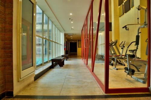 The fitness centre and/or fitness facilities at Hotel Sapphire
