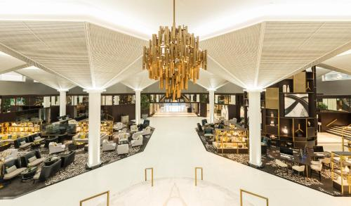 A restaurant or other place to eat at Le Méridien Dubai Hotel & Conference Centre
